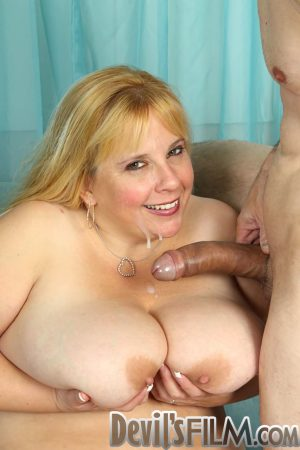Blonde BBW with giant tits Cassie Blanca gets fucked by older skinny guy