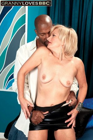 Mature granny Ellie Anderson gets her cunt & ass impaled by a big black cock