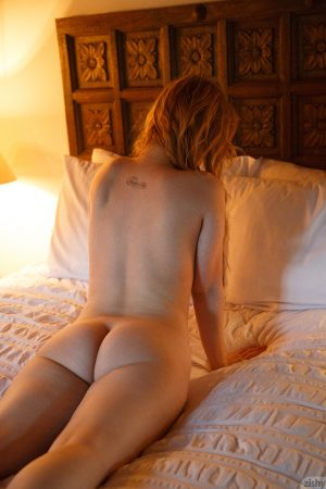 Grindstone Alyssa Weiber exposes her fine naturals and poses nude on a bed