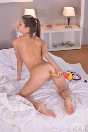Euro Teen Erotica Gina
