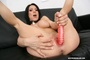 Solo girl Kream wears a slave collar while squirting during a masturbation set