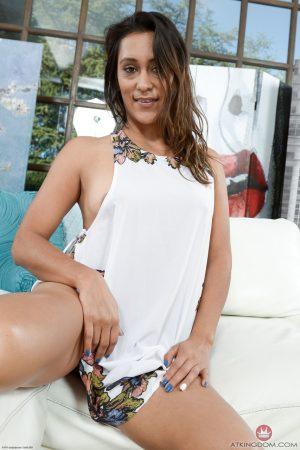 Amateur brunette Mia Rodriguez reveals her swollen twat and bubble ass