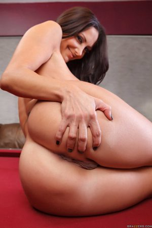 Horny cougar Ava Addams fondles her hard nipples and grabs her bubble butt