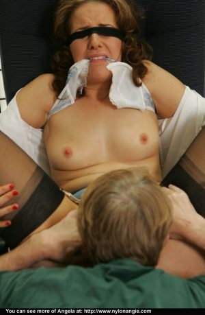 Blindfolded female has her pussy finger fucked until she reaches orgasm