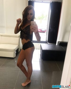 Hot solo girl takes mirror selfies to add to her dating profile