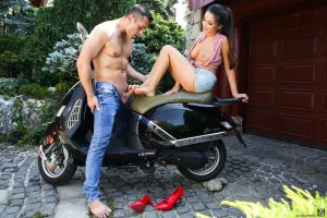 Busty girlfriend Alyssia Kent please a dick with her hot feet and gets screwed