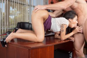Latina MILF Lela Star exposes her huge ass and tits to get smacked by IT guy