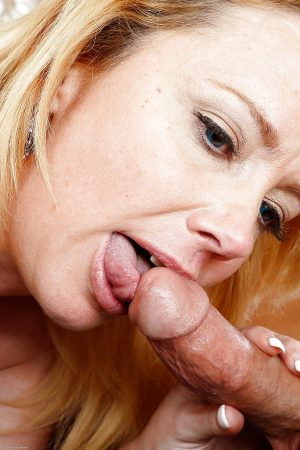 Fatty mature Brandie Sweet is getting her shaved pussy licked