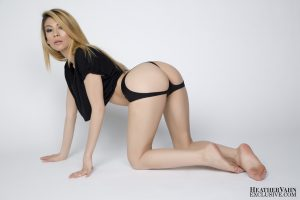 Sexy blonde with a nice butt Heather Vahn strips and presents her fakes