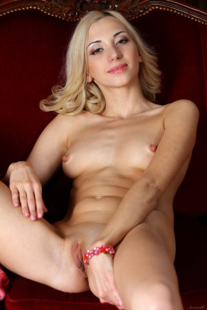 Thin blonde girl Anna Lee sports totally suckable nipples and pussy too