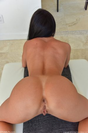 Toned brunette Inna flaunts her firm spread ass & inserts glass dildo in pussy