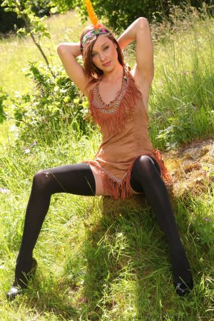 Fabulous babe in Indian costume Jo E reveals her nice naturals outdoors