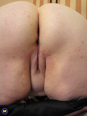 Fat granny Bernadet toys her juicy muff after showing her huge breasts