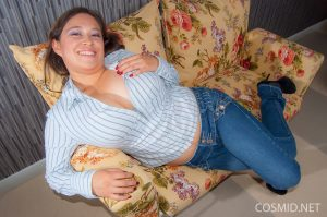 Busty girl Andrea Beliz ets her huge big tits free and drops her jeans to pose