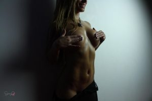 Erotic busty model GoraQ with big wet tits & bubble butt poses seductively
