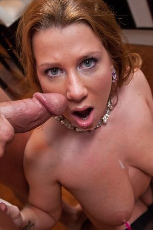 Sexy MILF Katine Moss goes pussy to mouth if fully fashioned stockings