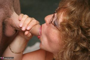 Busty mature amateur Curvy Claire purses cum covered lips during a blowbang