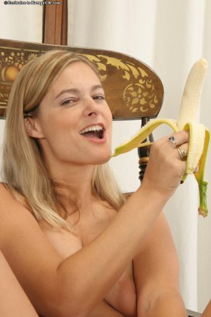Naughty blonde MILF with sexy curves pleasing her cunt with a banana
