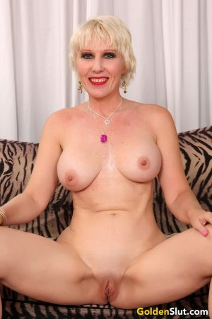 Horny older mature spreading naked on the couch flaunting nice twat & tits
