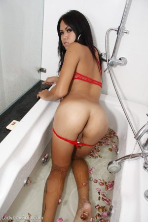 Baby-faced Asian shemale Tata strips sexy lingerie & shows her cock in the tub