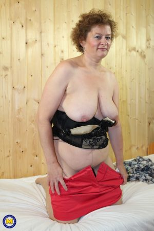 Mature granny Suzi reveals her fat body and big tits to tease her shaved cunt