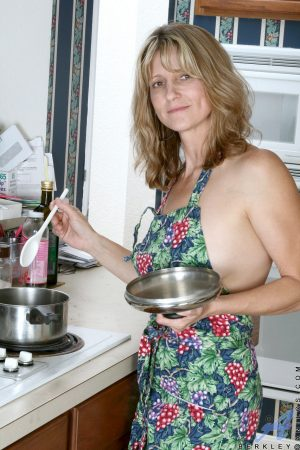Amateur housewife Berkley loses her apron and spreads her cooch in the kitchen
