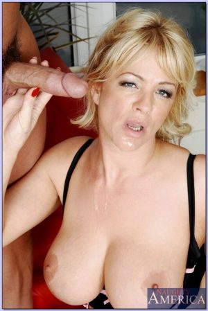Blond wife acting like a cocksucker and getting laid hard