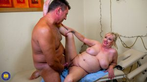 Overweight German housewife gets banged by her masseur during a massage