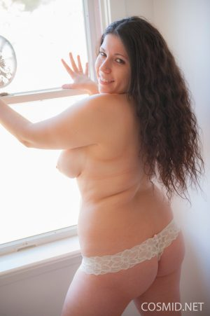 Sexy BBW undresses to model her sweet big saggy boobs and hot large ass