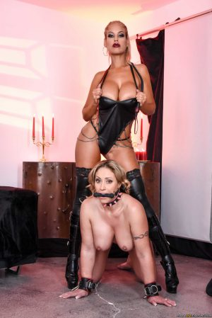 Thick housewife Eva Notty lives out lezdom fantasies with Bridgette B