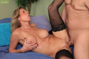 Mature slut in nylons gives a blowjob with ball licking and gets nailed