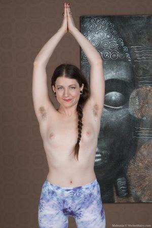 Flexy yogi Mahonia flaunts armpit hair & fuzzy ass in naked downward dog