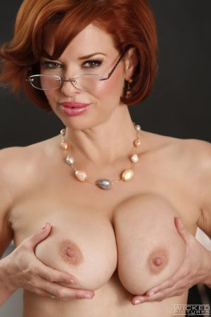 Redheaded teacher Veronica Avluv gets her squirting pussy fucked in class