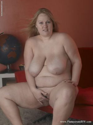 Fat solo girl Ann North toys her pussy after unleashing her saggy juggs