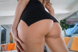 Flexible brunette Eliza Ibarra toys her juicy pussy wearing ankle strap heels