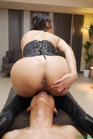 Busty Japanese MILF Reiko Kobayakawa gets her butthole fingered and toyed