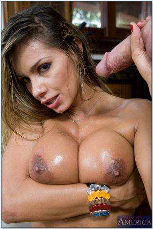 Colombian MILF Esperanza Gomez reveals her big juggs and enjoys a sultry bang
