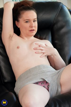 Naughty mom Annabelle Lee unveils her massively hairy pussy on a couch