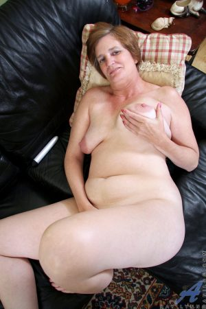 Mature brunette Ray Lynn toying her big nipples and hairy pussy