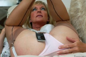 Older bored housewife Satin Jayde hikes up her skirt while listening to music