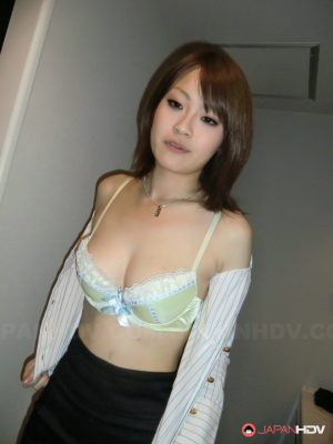 Japanese escort babe Akina blows a client's tiny dick before taking a shower