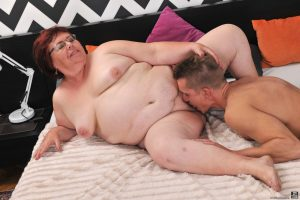 Fat ass granny Uma Womba indulges young stud's fetish for mature BBW pussy