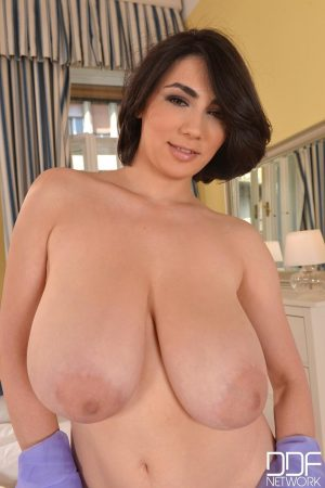 Romanian brunette Luna Amor loses her bra and showcases her monster melons