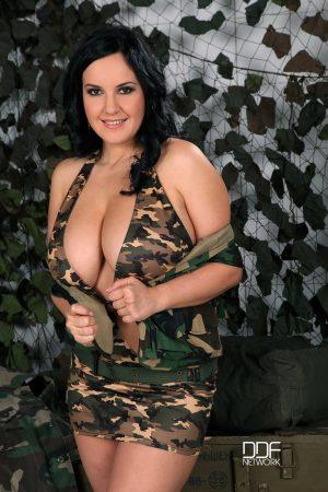 DDF Busty Roxana