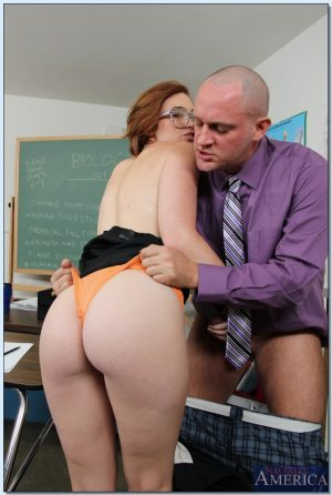 Wicked teacher awards his most brilliant student Izzy Taylor with his big cock