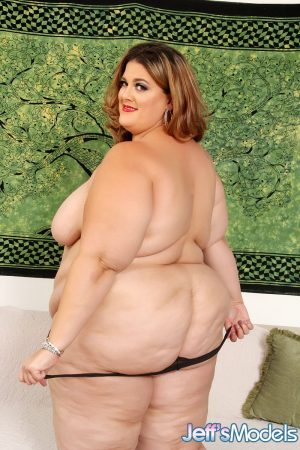 Mature SSBBW Erin Green in hot lingerie baring saggy tits & spreading fat ass
