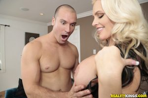 Blonde cougar surprises with her huge melons and gets a creamy treat