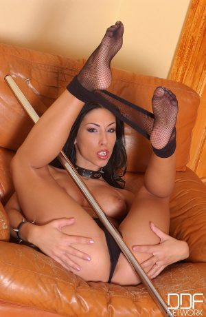 Hungarian prostitute Mya Diamond strips off her pantyhose & kisses her toes