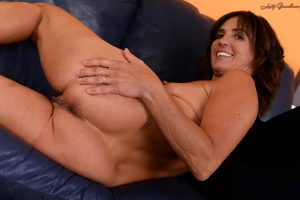 Mature brunette with natural boobs Taylor Whyte shows off her amazing ass