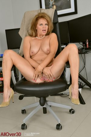 Experienced secretary Micky Lynn undresses at work & fingers her mature cunt